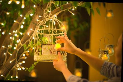 ナイトウェディングではロマンティックな雰囲気を醸し出す灯りを一面にともして